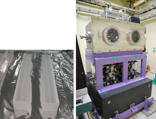 Fig. 4 Main body of ultrasmooth mirror to realize 1-μm-wide focused beam (left) and mirror adjustment system (right)